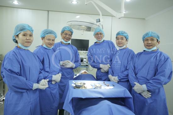 Bác sĩ thẩm mỹ viện Đông Á