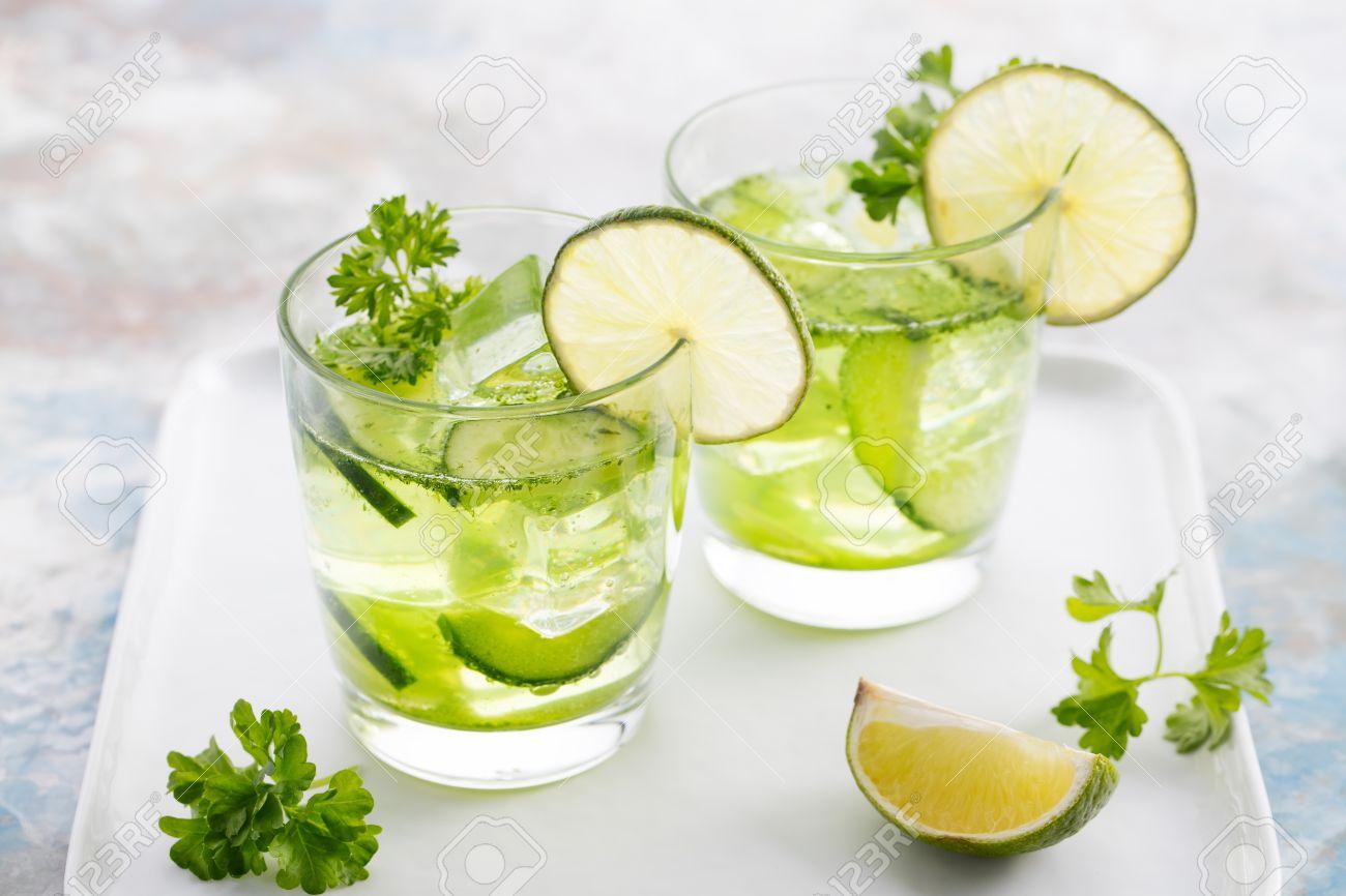 Nước giảm cân detox bằng chanh và rau mùi